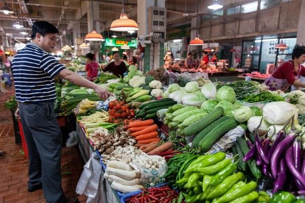 """从""""脏乱差""""到小区商业综合体门口的菜市场,有多少路可走"""